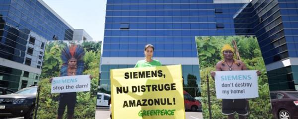 manifestazione-davanti-alla-sede-siemens-a-Bucarest-(romania)