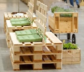 Eco arredi mobili da giardino in greenpallet essere - Mobili con bancali di legno ...